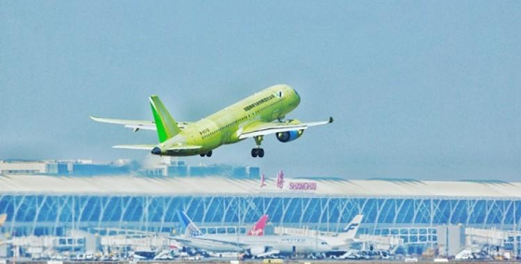 """C919大型客机106架机完成首次飞行 项目正式进入""""6机4地""""大强度试飞阶段"""